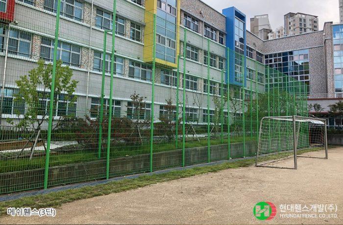 메쉬휀스-펜스-3단-학교-휀스종류-철망-울타리-팬스-담장-fence-현대휀스개발-1
