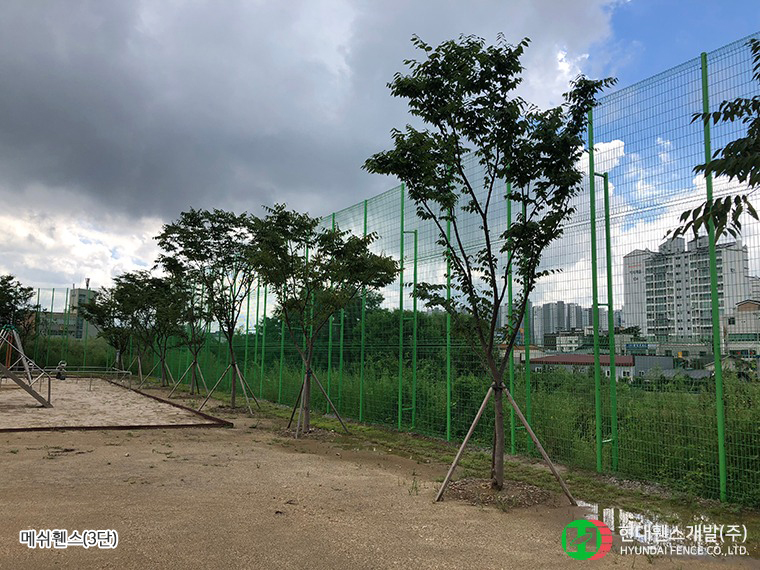 메쉬휀스-펜스-3단-휀스종류-철망-울타리-팬스-담장-fence-현대휀스개발