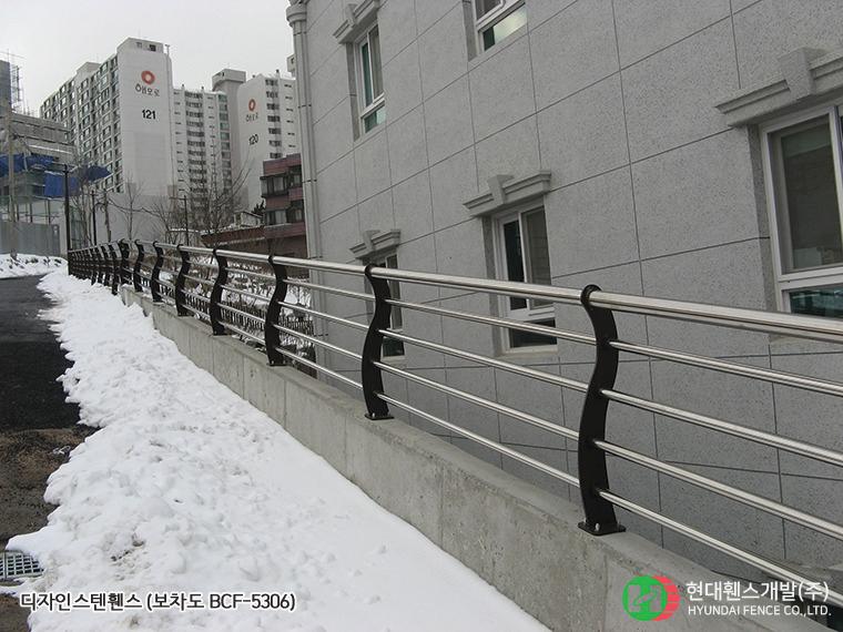 보차도휀스-펜스-BCF-5306-휀스종류-철망-울타리-팬스-담장-fence-현대휀스개발-1